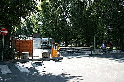 Wohnmobilstellplatz Verona - Einfahrt Schranke